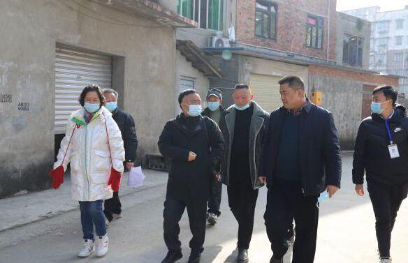 赵镇街道办领导到县妇保院实地勘察二期拆迁项目