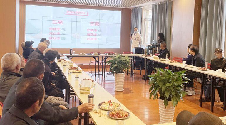 """为群众办实事--金堂县妇幼保健院开展""""我们的节日·重阳""""志愿服务活动"""