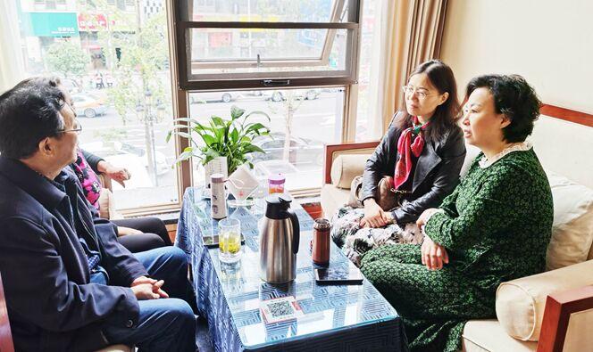 尊老、爱老 敬老--盐亭县妇幼保健院开展重阳节慰问活动